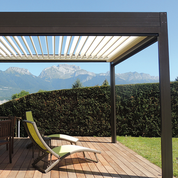 pergola solisysteme solisysteme fabricant de pergolas bioclimatiques lames orientables pergola. Black Bedroom Furniture Sets. Home Design Ideas