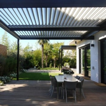 Pergolas cr atives et pergolas bioclimatiques solisysteme for Pergola bioclimatique retractable